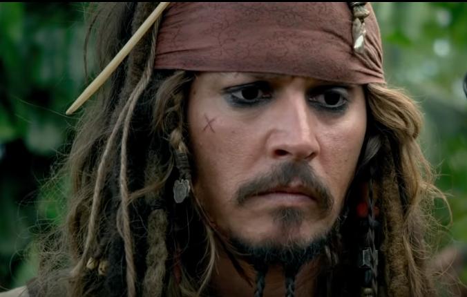Johnny Depp dans PIRATES DES CARAΪBES : La fontaine de jouvence. | Source : YouTube Disney BE