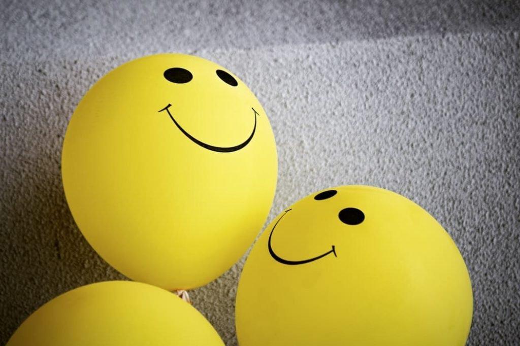 Des ballons représentant la sociabilité.| Source : Unsplash