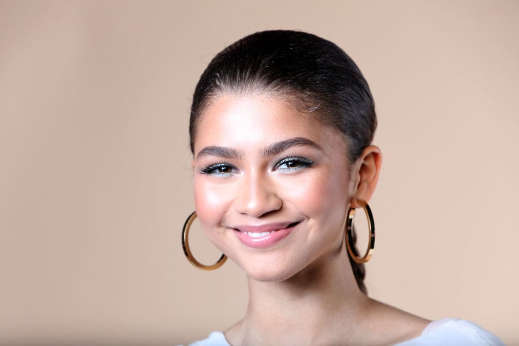 Zendaya pose au Beautycon Festival NYC 2018 le 22 avril 2018 à New York.