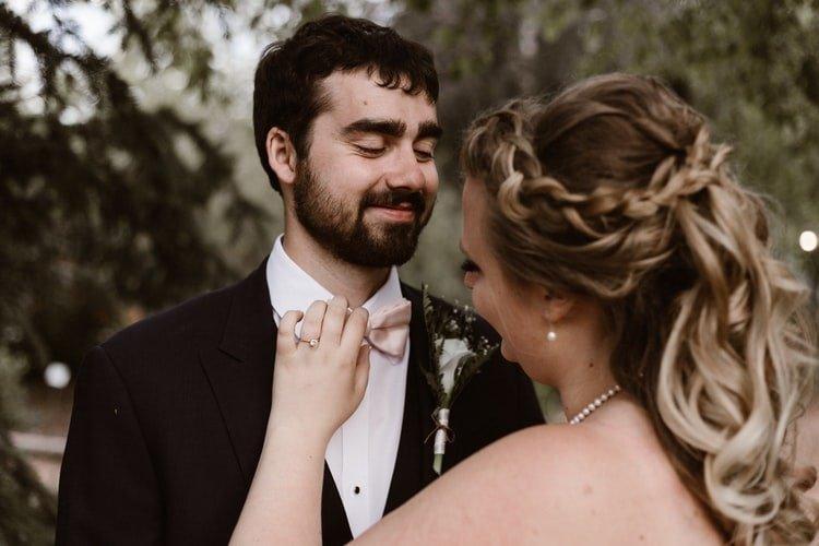 Un couple qui se regarde dans les yeux. | Photo : Pixabay