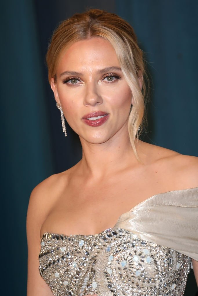 Scarlett Johansson assiste à la Vanity Fair Oscar Party 2020