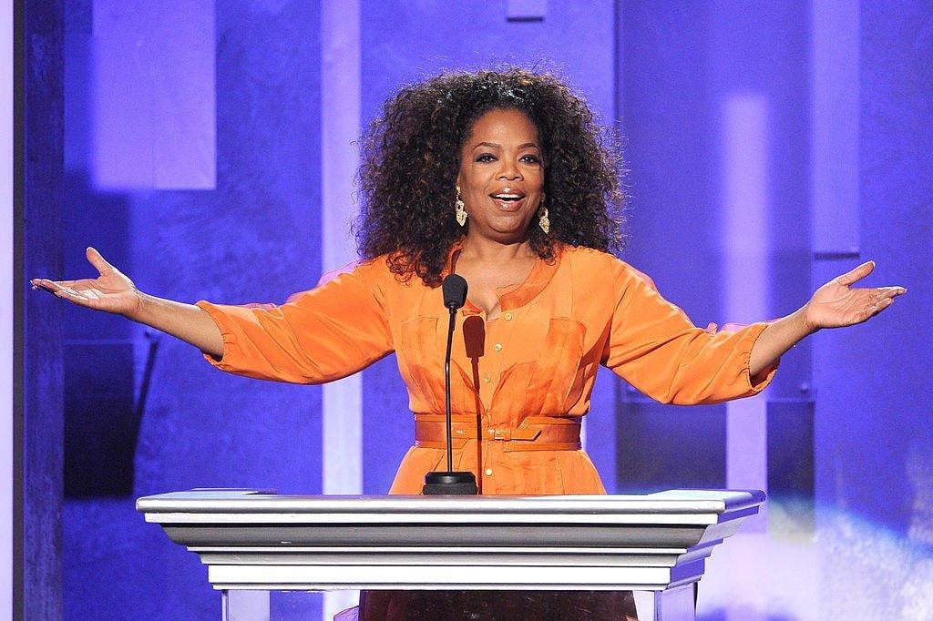Oprah Winfrey parle sur scène lors du 45e NAACP Image Awards