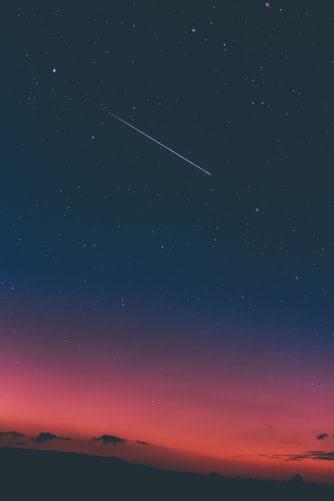 Une étoile filante.   Photo : Unsplash