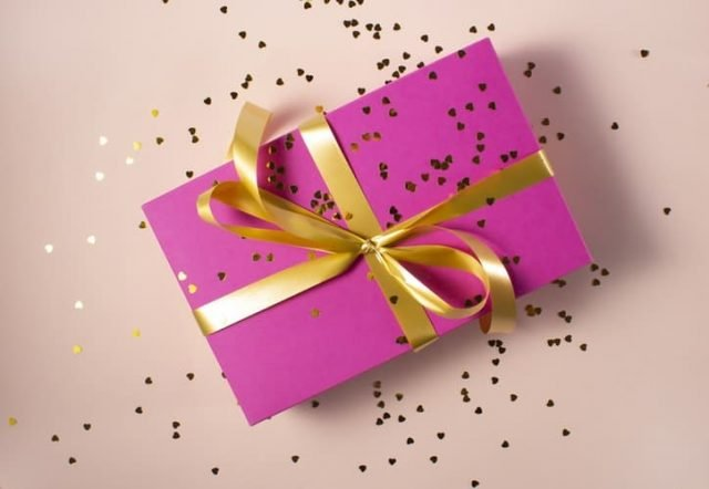 Cadeau emballé. | Source : Unsplash